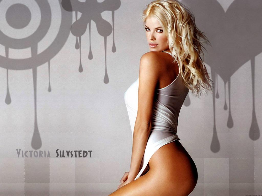 красивые девушки в стрингах блондинки фото