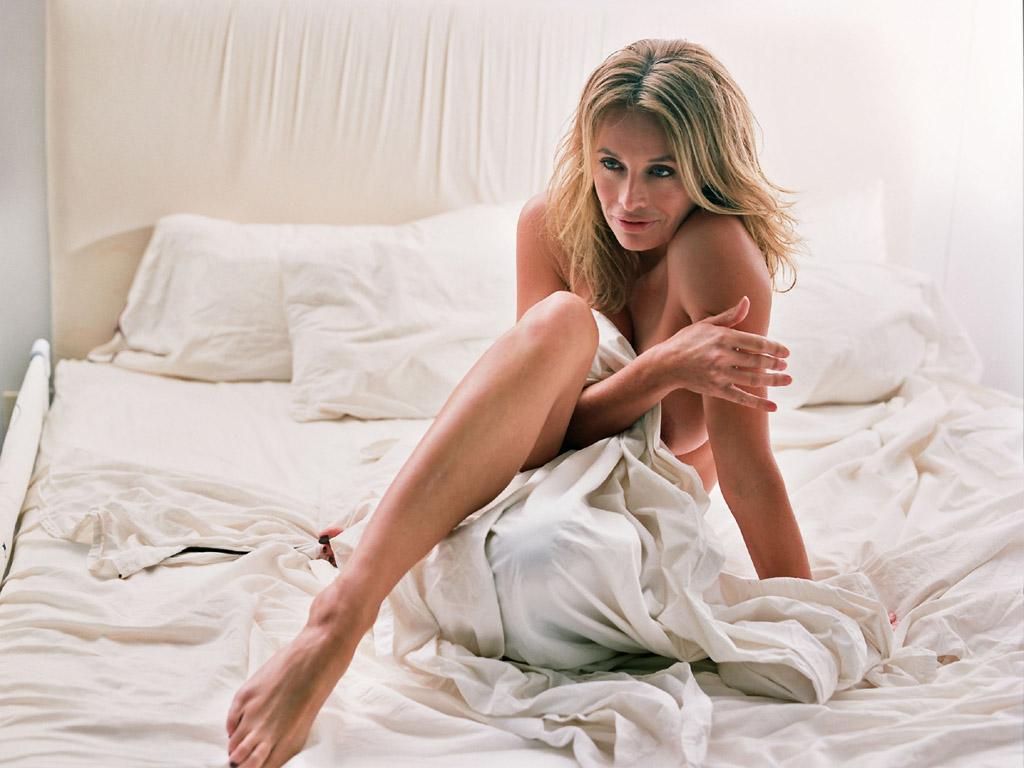 Секс с девушкой на белой кровати 23 фотография