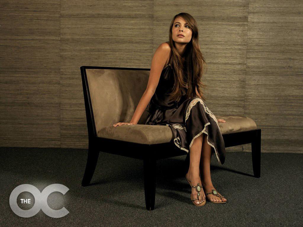 Фото девушки на кресле 4 фотография
