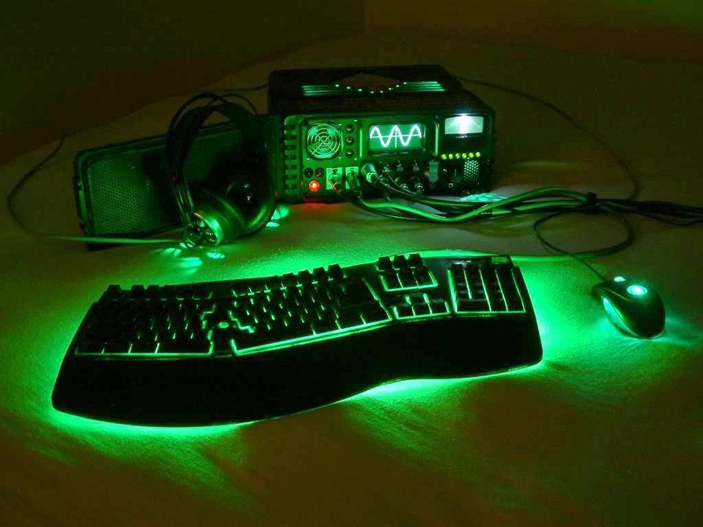 Оптические мышки стоят дешевле, но имеют не высокую точность позиционирования курсора, так как светодиодный сенсор менее чувствителен чем лазерный и неоднозначно работает на разных поверхностях стола или коврика.
