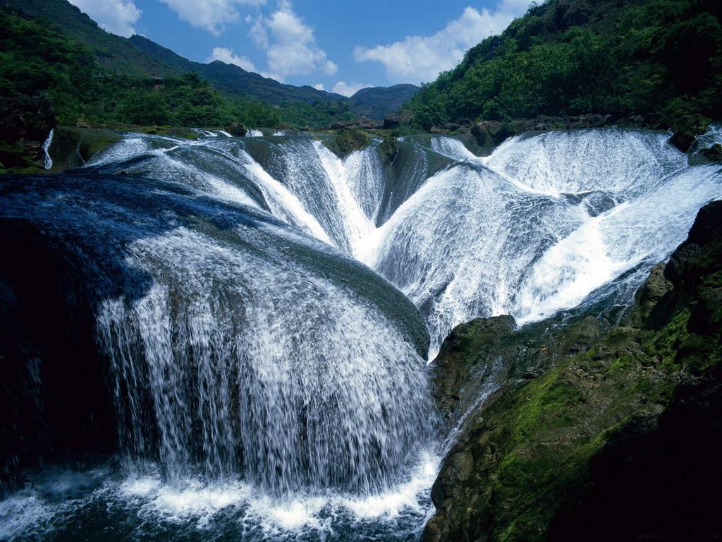 Большие водопады в долине - обои