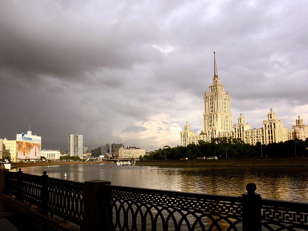 Пасмурная Москва обои