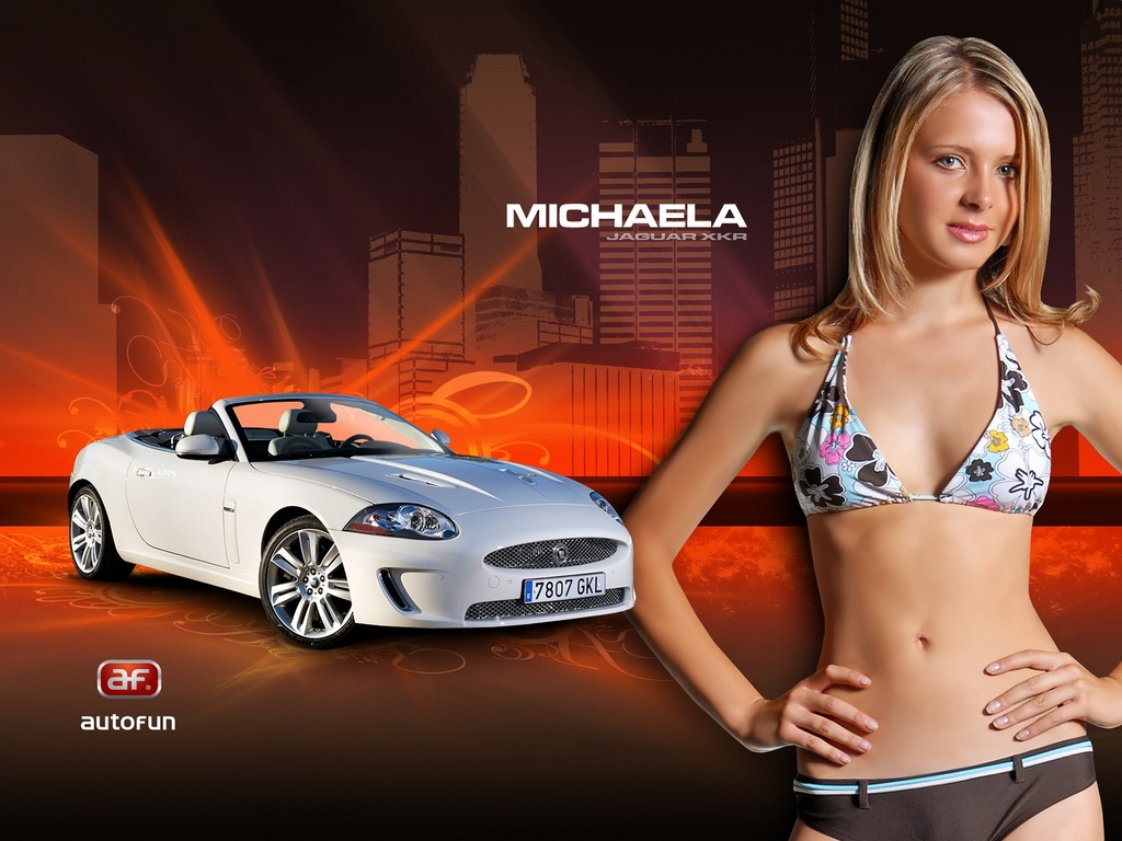 фото машин с девушками в купальниках и без