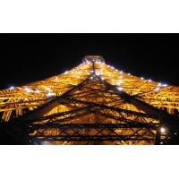 Париж. Ночью эйфелева башня.вид с низу, картинки на комп бесплатно и обои для рабочего стола