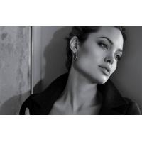Серьги Angelina Jolie - обои для рабочего стола компьютера