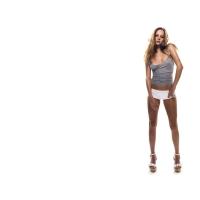 Длинноногая девушка на каблуках - фото на рабочий стол и картинки