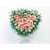 Сердце из цветов - фото на комп и обои